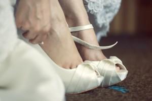 foto preparativi con scarpe da sposa